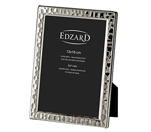 EDZARD Bilderrahmen Pavia für Foto 13 x 18 cm, edel versilbert, anlaufgeschützt, mit Samtrücken, inkl. 2 Aufhängern, Fotorahmen zum Stellen und Hängen
