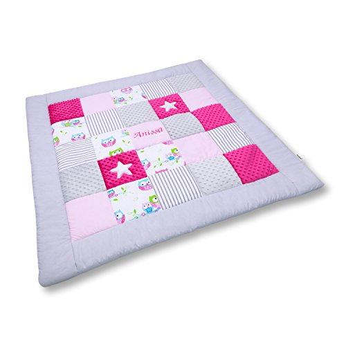 Amilian® Krabbeldecke Patchworkdecke Spieldecke Decke mit Namen und Datum (M056) (105x105cm)