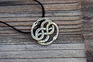 Collar de bronce antiguo, collar Auryn, cuero, opción de gargantilla, colgante de serpiente nunca terminado, círculo de serpiente para hombre