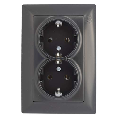 Inbouw stopcontact 2-voudige stekkerdoos schuko combi zwart donker visage sfeer.
