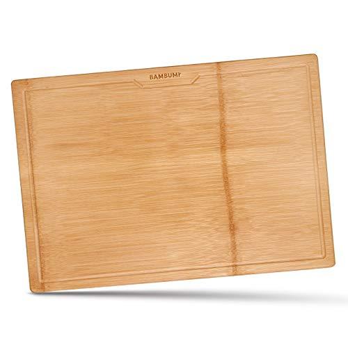 BAMBUMI Tabla de cortar XL, superficie de corte de una pieza de bambú – sin encolar, gran tabla de cortar de madera con surco y asas laterales, tabla de madera de bambú biodegradable, 48x34x2.5cm