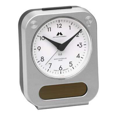 Funk-Solar-Wecker von Uhren Manufaktur Schwarzwald – Solar-unterstützt - lädt den integrierten Akku für eine längere Laufzeit – Made in Germany – Flüsterleises Uhrwerk, einfache Bedienung. (Silber)
