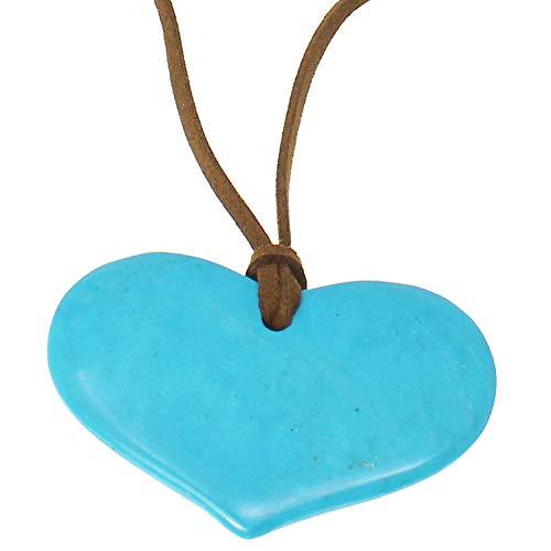 Colgante de corazón de ágata azul con piedra semipreciosa en un collar largo de ante y anudado