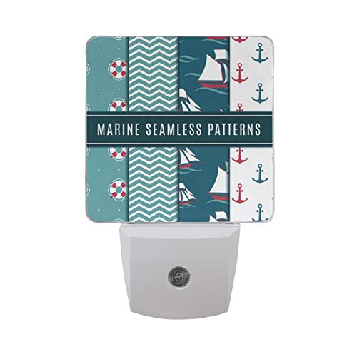 AOTISO Nautisches Muster Marine Sea Life mit Segelboot Anker und Yacht Chevron Streifen in Wave Ocean Auto Sensor Nachtlicht Plug in Indoor