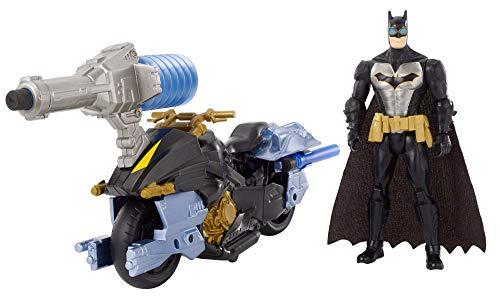 """Gioco d'azione completo con Batman figura e Bat ciclo insieme. Nuovi accessori per armi ad aria e attivati a pompa. Le armi possono essere rimosse dal veicolo e tenute nelle mani della figura. Scala 6"""" Batman ha 14 punti di articolazione. Salv..."""