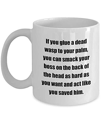 Klassisk kaffemugg: Om du limmar en död geting på handflatan kan du smacka din chef på baksidan av huvudet så hårt du vill och agera gillar. - Bra