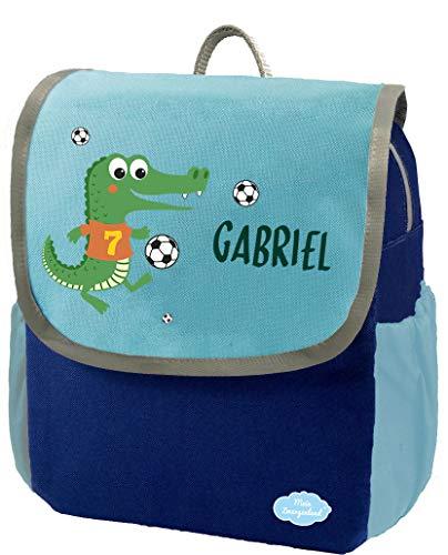 Mein Zwergenland | Kindergartenrucksack | Happy Knirps Next | Personalisierter Rucksack mit Namen | Kindergartenrucksack für Jungen & Mädchen | Rucksack Kinder 6 Liter | Blau | Krokodil mit Fußball