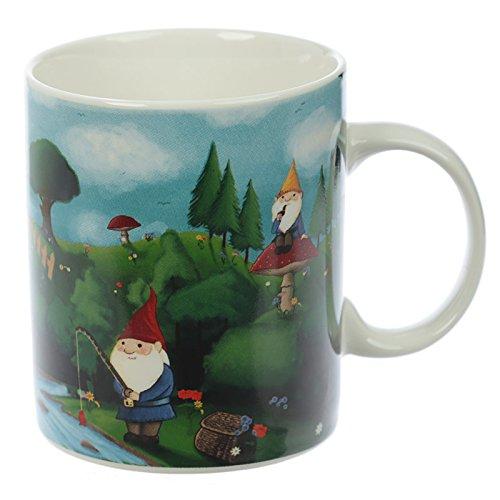 Tasse Süße Gartenzwerge 300 ml, 9,5 x 11,5 x 8 cm, mit farbenfrohen Motiv aus Landschaft und Zwergen, spülmaschinenfeste und mikrowellengeeignete Porzellan-Tasse