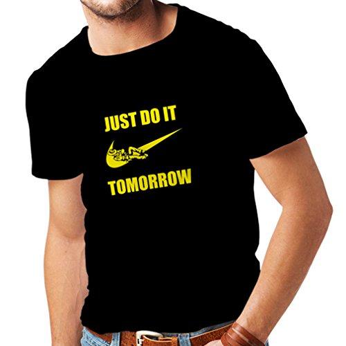 lepni.me Camisetas Hombre Solo hazlo mañana, motivación del Entrenamiento, Frases Divertidas de la Parodia. (XXXX-Large Negro Amarillo)