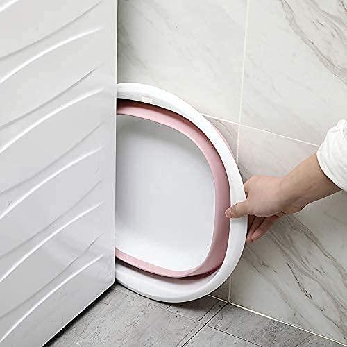 畳めば約3-5㎝の薄さになります。使わない時はちょっとした隙間に置いて置けるので省スペース。フックを通せる穴が付いているので、折り畳んで壁に掛けておくこともできます。