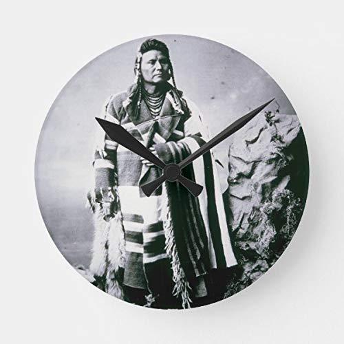 Chief Joseph (1840–1904) C.1880 (B/W Foto), runde Uhr, batteriebetrieben, nicht tickend, leise Kunst Wanduhr, Schreibtischuhr, dekorativ