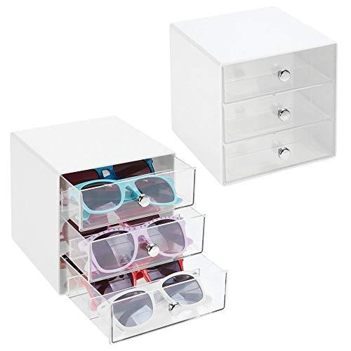 mDesign Juego de 2 cajas para gafas de sol – Cajoneras de plástico con 3 compartimentos – Organizador de armarios para guardar todo tipo de gafas – transparente y blanco