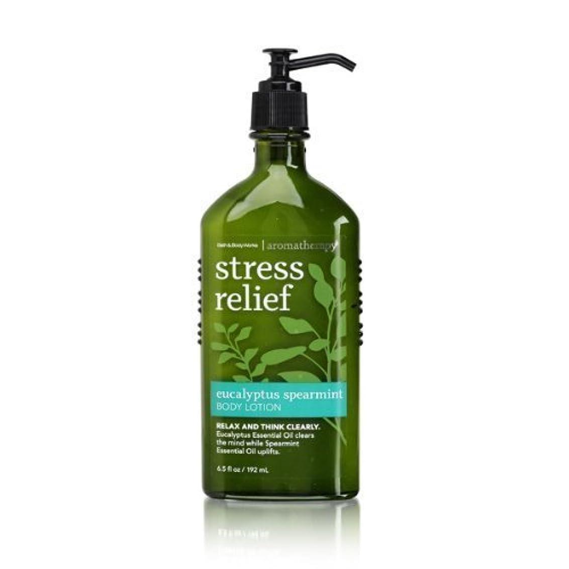 時計回りアルバニーオーディションBath & Body Works Aromatherapy Body Lotion with Free Hand Sanitizer (Eucalyptus Spearmint) [並行輸入品]