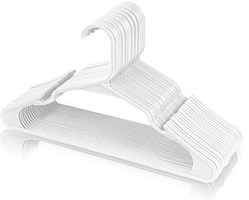 Utopia Home - (Paquete de 50) - Perchas de plástico resistentes (42 cm de ancho) - Perchas de alta calidad para el armario - Duraderas y delgadas - Diseñados para ropa delicada - (Blancos)