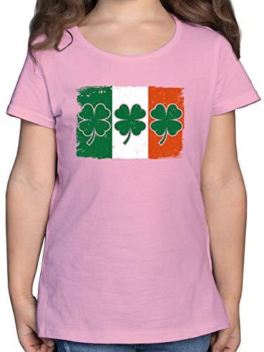 Städte & Länder Kind - Irische Flagge mit Kleeblättern - 128 (7/8 Jahre) - Rosa - Geschenk - F131K - Mädchen Kinder T-Shirt