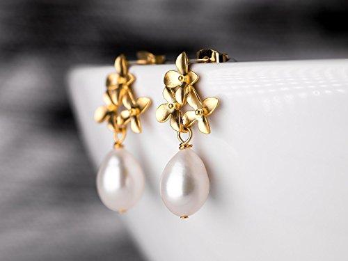 Perlen-Ohrringe gold, Tropfenperle, Reisperle, zarte Blüten-Ohrstecker, Süßwasser Perlen-Schmuck matt-vergoldet, Geschenk für Sie, Hochzeit, Braut