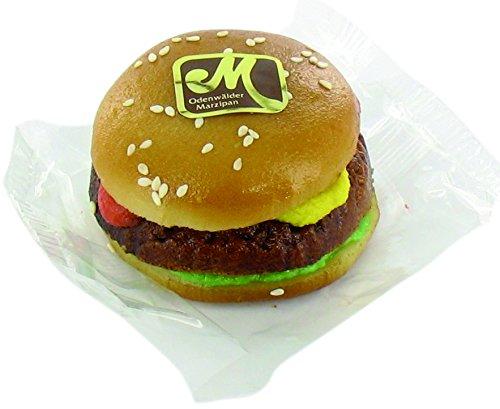 Odenwälder Marzipan Hamburger 110g Brötchen belegt mit Salat, Fleisch, Ketchup und Senf