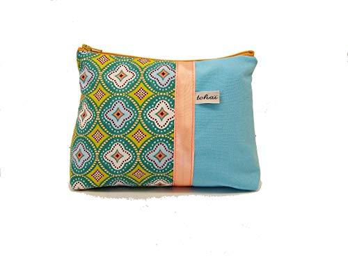pochette maquillage bleu pastel a motifs scandinaves, trousse fourre tout en toile et tissu imprimé graphique, cadeau femme