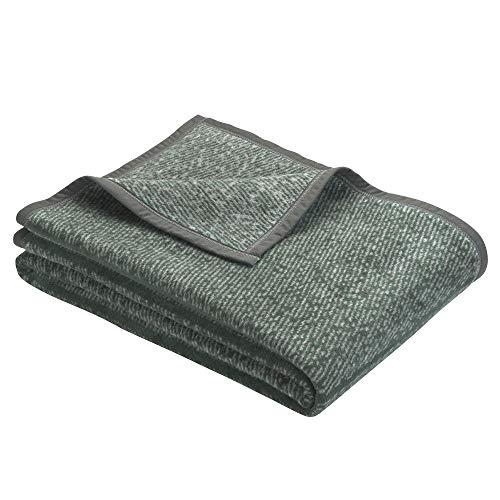 BUGATTI 3238 Kuscheldecke 150x200 cm, Wolldecke dunkelgrün, Tagesdecke aus leicht zu pflegener Baumwollmischung, kuschelig weich