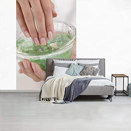 Fotobehang vinyl Gel - Vrouw steekt haar vingers in aloë vera gel fotobehang breedte 150 cm x hoogte 220 cm - Foto print op behang (in 7 formaten beschikbaar)