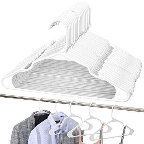 UMI. by Amazon - Gruccia in plastica appendini in plastica, Antiscivolo, Resistenti e salvaspazio, per Cappotti, Giacche, Vestiti, Canottiere e Pantaloni, Confezione da 24, Bianca