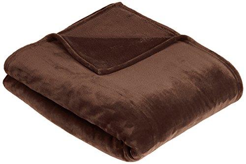 AmazonBasics - Manta, hecha de felpa suave de terciopelo - 168 x 229cm - marrón chocolate