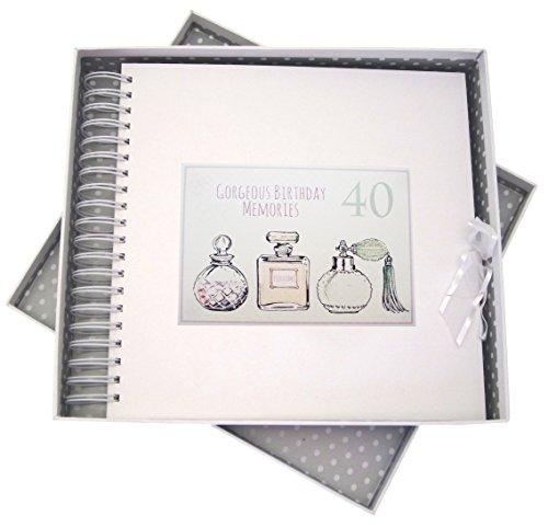 White Cotton Cards herinneringsalbum voor 40e verjaardag, kaart & geheugen boek, parfum flessen, wit