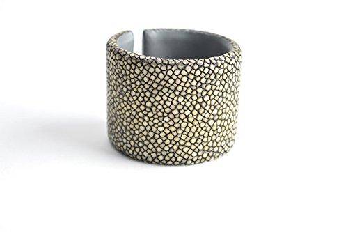 Armband 'Gisele' Rochen-Leder Armreifen beige grau für Damen Arm-Reif Armspange Armschmuck für Frauen