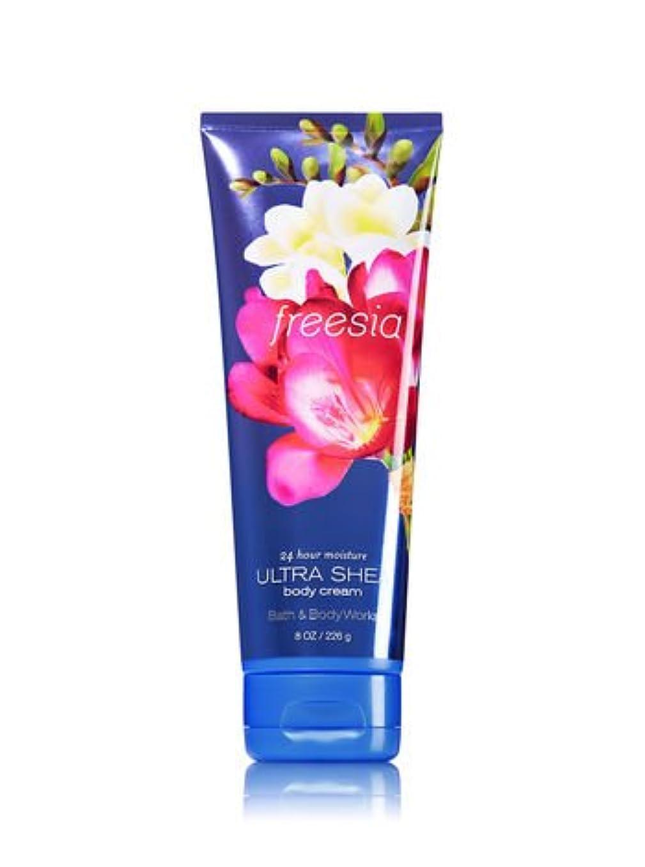 ライセンス目指すすべき【Bath&Body Works/バス&ボディワークス】 ボディクリーム フリージア Ultra Shea Body Cream Freesia 8 oz / 226 g [並行輸入品]