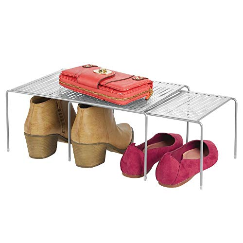 mDesign Estantería metálica para armarios – Organizador de armarios apilable de metal para camisetas, pantalones, jerséis y más – Balda extensible con 2 piezas – plateado