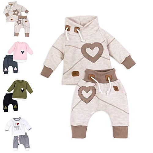 Baby Sweets Unisex 2er Baby-Set mit Hose & Shirt für Mädchen & Jungen/Baby-Erstausstattung in Braun-Beige im Herz-Motiv/Baby-Kleidung aus Baumwolle in Größe: 1 Monat (56)