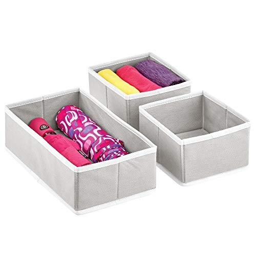 mDesign Juego de 3 Cajas para Guardar Ropa – Organizador de Armario en 2 tamaños para Dormitorio y Cuarto Infantil – Cajas organizadoras de Fibra sintética con diseño Atractivo – Gris Claro y