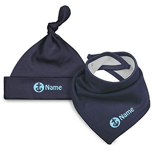 Babymütze und Halstuch mit Anker mit Namen aus 100% Bio-Baumwolle in Dunkelblau mit Schrift in Zartblau
