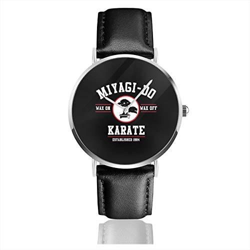 Unisex Business Casual Miyagi Do Karate Kid Wax On Wax Off Trucker Cap Uhren Quarz Leder Uhr mit schwarzem Lederband für Männer Frauen Junge Kollektion Geschenk