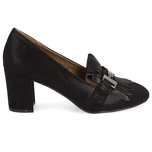 Zapato de tacón Ancho y Punta Redonda. Tipo salón con Flecos y antifáz metálico. Altura de tacón: 6.5 cm