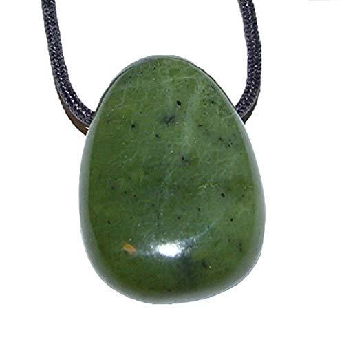 Nephrit/Jade Anhänger Flacher Trommelstein ca. 30 x 20 mm in Tropfen Form mit Bohrung: ca. 2,5 mm