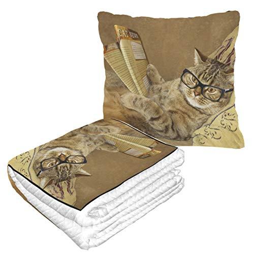 LIANGWE Well Traveled Cute Cat Reading Mantas de Viaje de periódicos para Adultos 50 × 60.23 Pulgadas Manta de Viaje combinada 2 en 1 cálida y Suave para Acampar en avión, Viajes en automóvil M