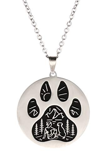 VASSAGO Collar de acero inoxidable con estampado de huellas de patas, grabado con perro de montaña y mujer, diseño redondo, diseño creativo para hombres, mujeres y adolescentes