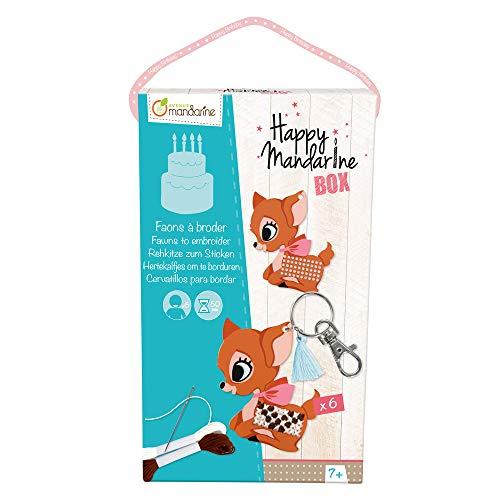 Avenue Mandarine KC005O - Une boite créative Happy madarine box comprenant 6 porte-clefs Faon à broder, du fil et des aiguilles pour 6 enfants