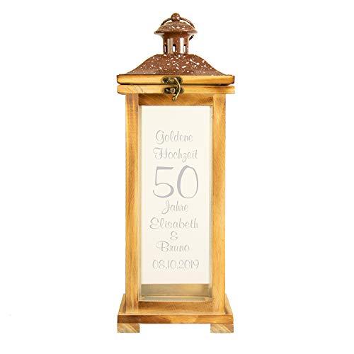 Landhauslaterne zur Goldenen Hochzeit mit Gravur: Holzlaterne mit Namen und Datum personalisiert - Geschenkidee zur Goldhochzeit - Gartenlaterne