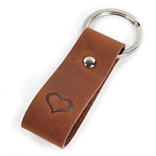 Luminick Schlüsselanhänger mit Gravur, Leder mit geprägtem Herz, edles Geschenk zum Geburtstag Jahrestag Jubiläum Valentinstag für Damen und Herren - Geschenkbox