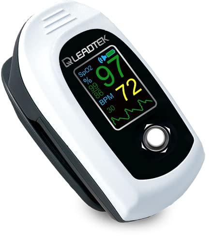 即納日本医療機器認証品Leadtek パルスオキシメーター 自動電源 血中酸素濃度計 1年安心保証 警告機能 医療用 家庭用 日本語取り扱い説明書 ストラップとポーチ付き 電池付き 台湾製 送料無料 (白、1台) 本品をご購入されますと高機能マスクカバーを1枚プレゼント致します。