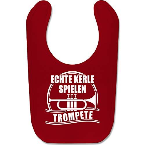 Shirtracer Sprüche Baby - Echte Kerle spielen Trompete - Unisize - Rot - Geschenk - BZ12 - Baby Lätzchen Baumwolle