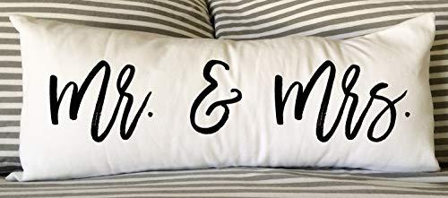 'N/A' Mr. & Mrs Pillow – Almohada lumbar de 30,5 x 60,9 cm – Almohada de boda – Almohada de decoración del hogar – Regalo de boda – Almohada de compromiso