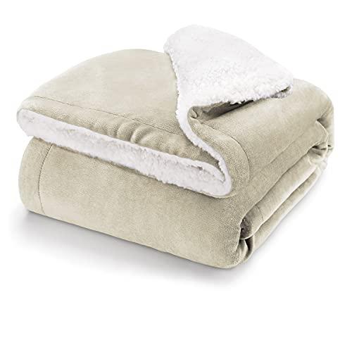 Blumtal Flauschige Sherpa Kuscheldecke – hochwertige Wohndecke, super weiche Fleecedecke als Sofaüberwurf, Tagesdecke oder Wohnzimmerdecke, 150 x 200 cm, Sand - beige