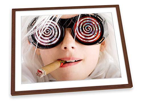 Canvas Geeks Fashion Girl Gafas de sol enmarcada en cigarro, impresión artística, ilustración – marco de nogal, tamaño A1