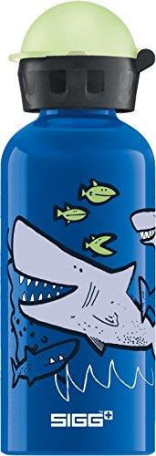 SIGG Sharkies Kinder Trinkflasche (0.4 L), schadstofffreie Kinderflasche mit auslaufsicherem Deckel, federleichte Trinkflasche aus Aluminium