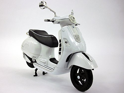 Vespa GTS 300 Super Scooter NEW RAY Diecast 1:12 Scale White