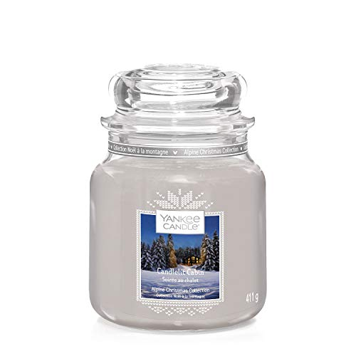 Yankee Candle Candela profumata in giara media, In baita a lume di candela, collezione Natale in montagna, durata: fino a 75 ore