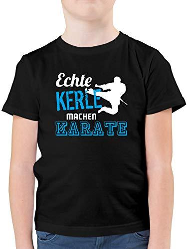 Sport Kind - Echte Kerle Machen Karate - 140 (9/11 Jahre) - Schwarz - Kinder Karate Shirt - F130K - Kinder Tshirts und T-Shirt für Jungen